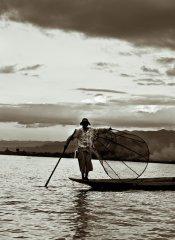 wędkarstwo nad jeziorem
